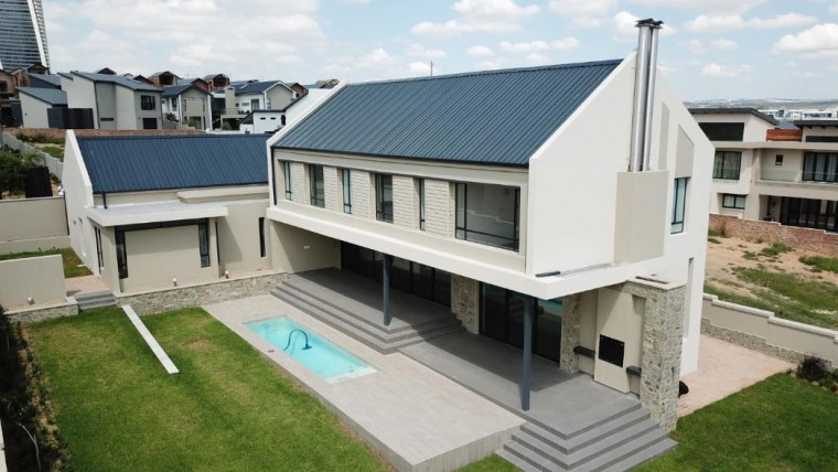 5 Bedroom House for Sale in Waterfall Country Estate