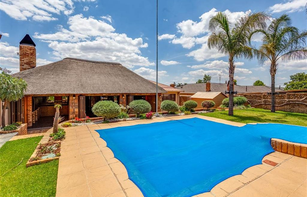 Modern Townhouses for sale in Monument Krugersdorp