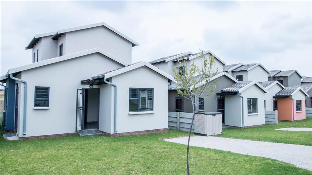 Houses for sale in Jackal Creek Golf Estate, Roodepoort | New Developments, Standalone and Security Complexes